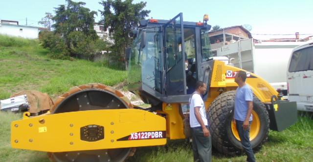 Ilustração da notícia: Prefeitura de Diamantina adquire rolo compactador de solos