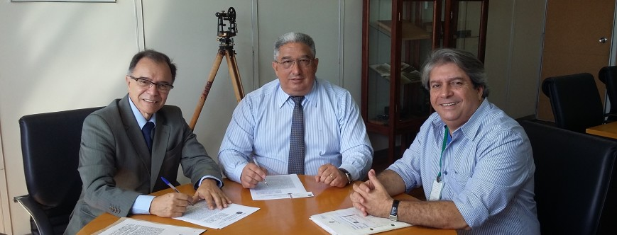 Ilustração da notícia: Prefeitura assina contrato de cessão do antigo leito ferroviário