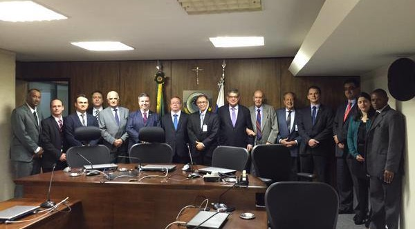 Ilustração da notícia: Em comitiva de alta representatividade, o prefeito Paulo Célio apresenta oficialmente o pleito para criação de uma subseção judiciária da Justiça Federal em Diamantina
