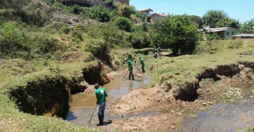 Ilustração da notícia: Prefeitura avança na limpeza dos córregos